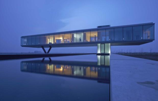 Villa-Kogelhof_aanzicht-met-vijver-nacht_Architectenbureau-Paul-de-Ruiter-620x399