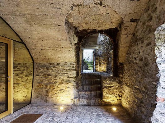 543dd589c07a802a69000254_stone-house-transformation-in-scaiano-wespi-de-meuron-romeo-architects_1430_cf029799-530x396