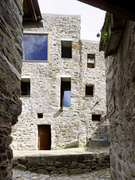 543dd67ec07a802a6900025d_stone-house-transformation-in-scaiano-wespi-de-meuron-romeo-architects_1430_cf031704-530x707