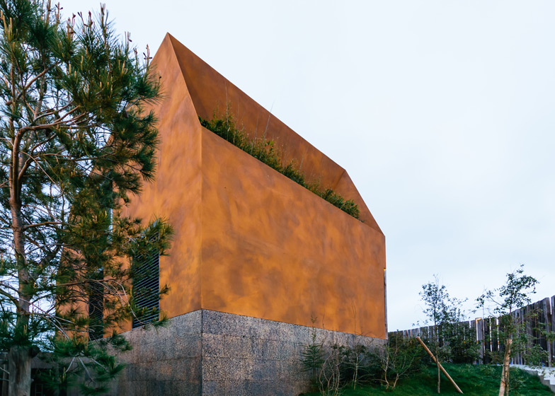 Varatojo-House-in-Portugal-by-Atelier-DATA_dezeen_ss_1