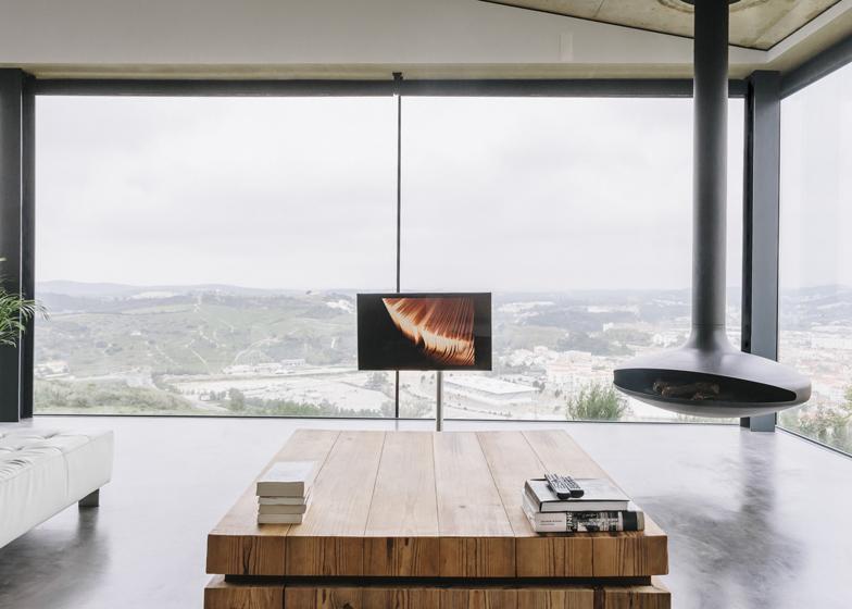 Varatojo-House-in-Portugal-by-Atelier-DATA_dezeen_ss_11
