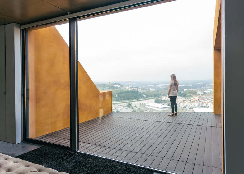 Varatojo-House-in-Portugal-by-Atelier-DATA_dezeen_ss_13