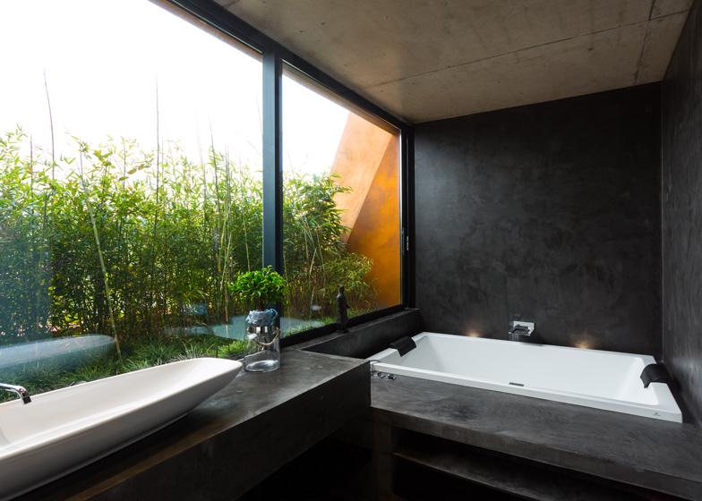 Varatojo-House-in-Portugal-by-Atelier-DATA_dezeen_ss_14