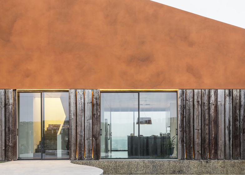 Varatojo-House-in-Portugal-by-Atelier-DATA_dezeen_ss_16