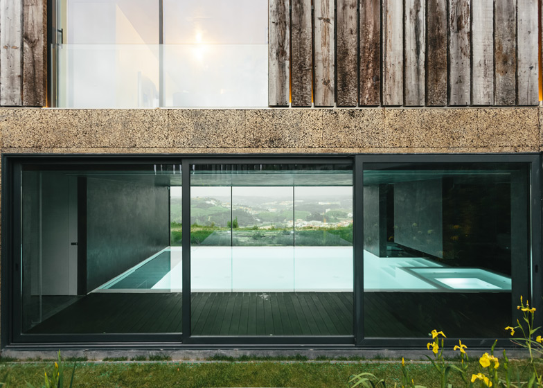 Varatojo-House-in-Portugal-by-Atelier-DATA_dezeen_ss_17