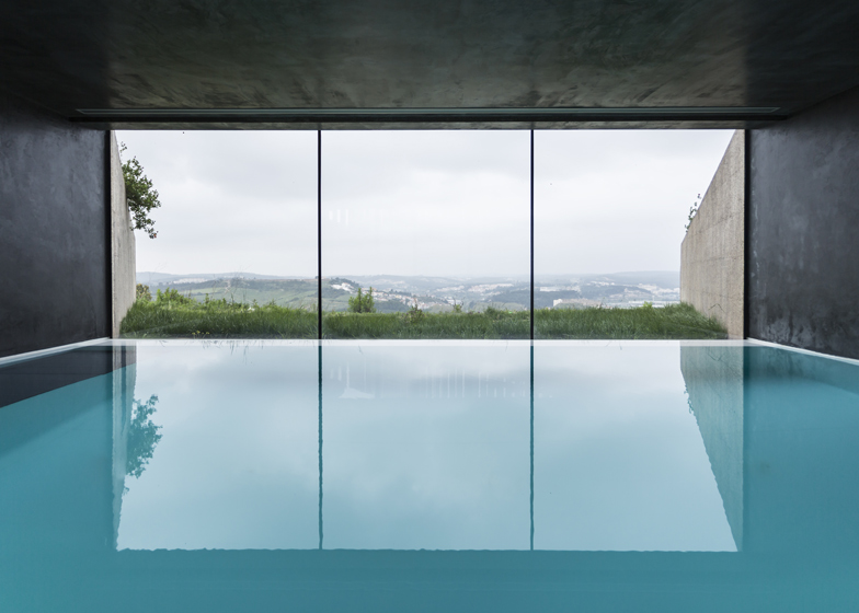 Varatojo-House-in-Portugal-by-Atelier-DATA_dezeen_ss_18