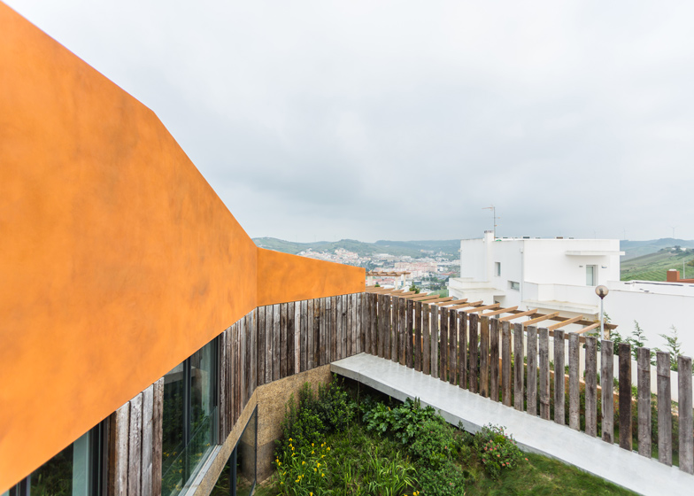 Varatojo-House-in-Portugal-by-Atelier-DATA_dezeen_ss_19
