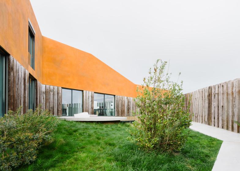 Varatojo-House-in-Portugal-by-Atelier-DATA_dezeen_ss_2