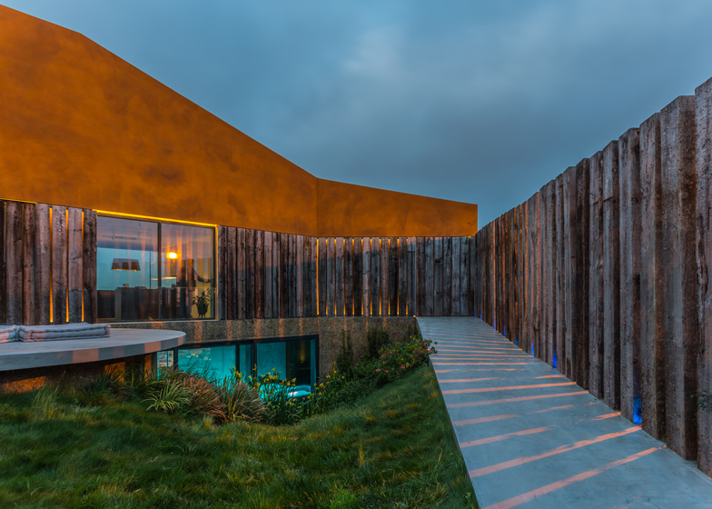 Varatojo-House-in-Portugal-by-Atelier-DATA_dezeen_ss_20