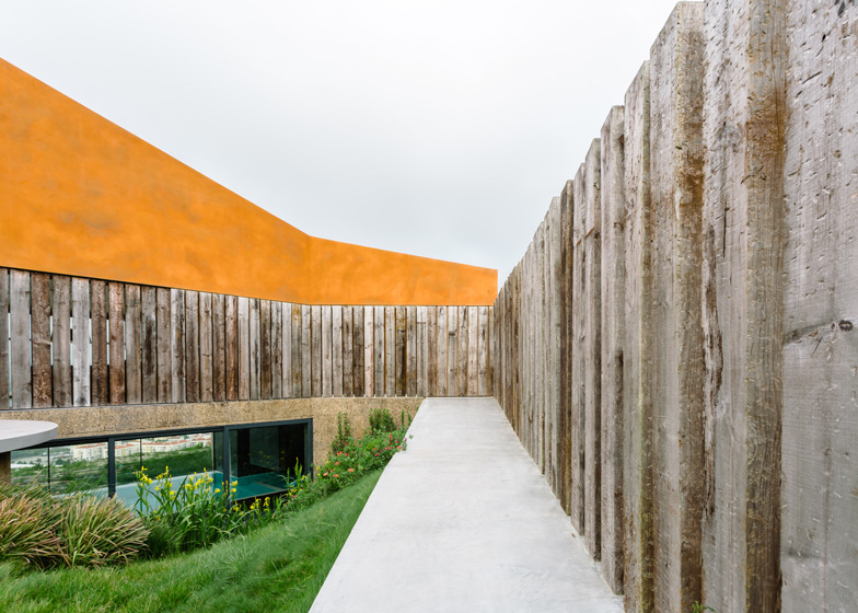 Varatojo-House-in-Portugal-by-Atelier-DATA_dezeen_ss_3
