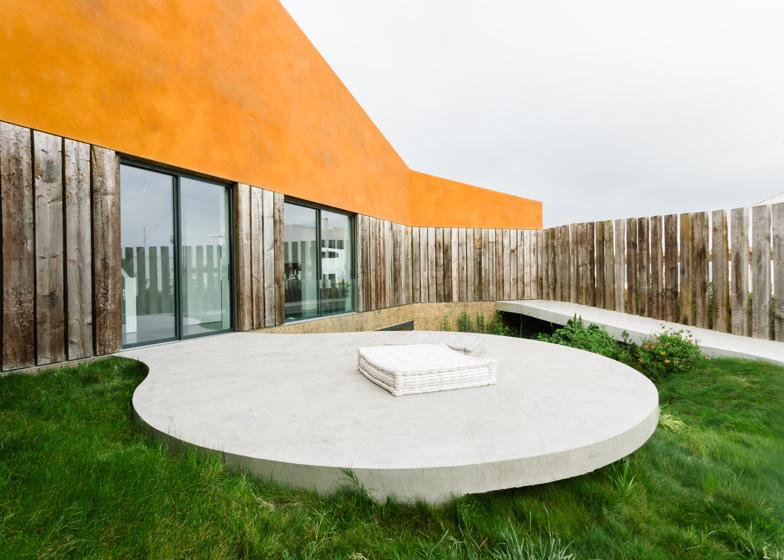 Varatojo-House-in-Portugal-by-Atelier-DATA_dezeen_ss_6