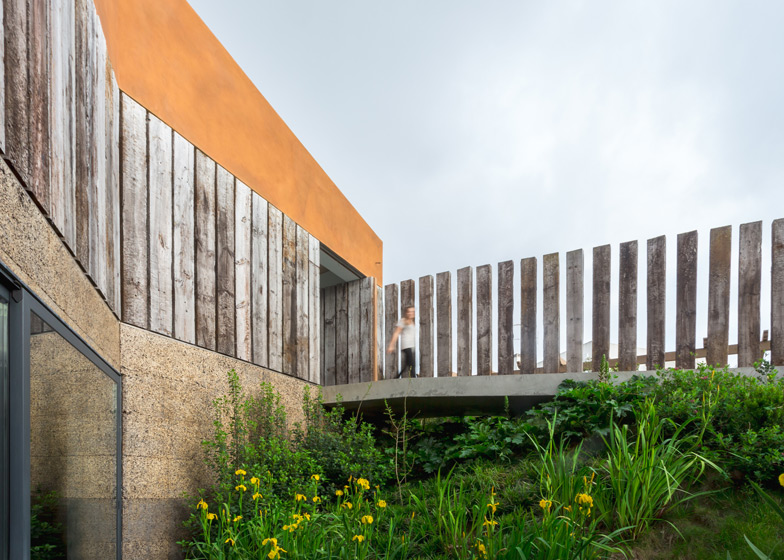 Varatojo-House-in-Portugal-by-Atelier-DATA_dezeen_ss_7