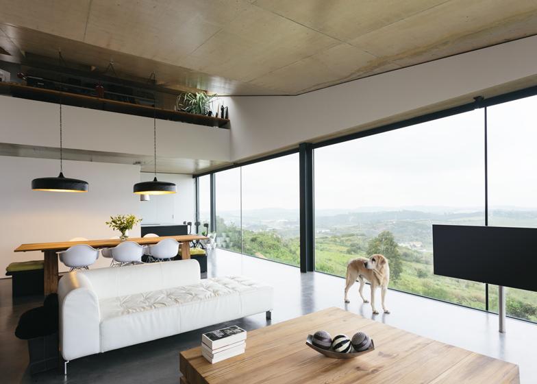 Varatojo-House-in-Portugal-by-Atelier-DATA_dezeen_ss_8