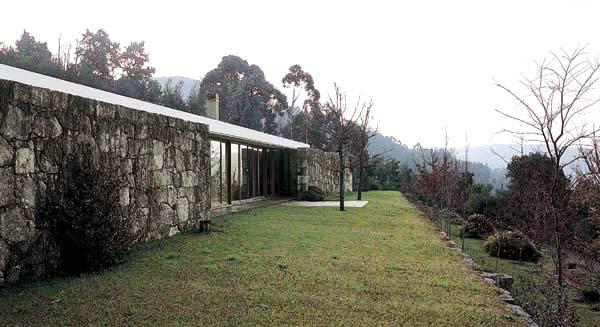 CASA EN MOLEDO HOUSE IN MOLEDO Moledo do Minho, Caminha, Portugal, 1991/1998