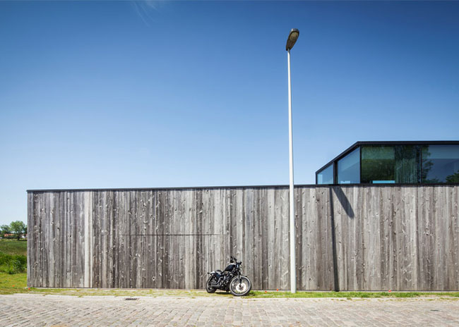 House-Graafjansdijk-by-GovaertVanhoutte-architects_dezeen_784_0