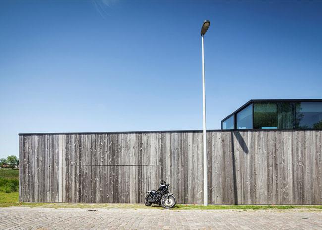 House-Graafjansdijk-by-GovaertVanhoutte-architects_dezeen_784_0