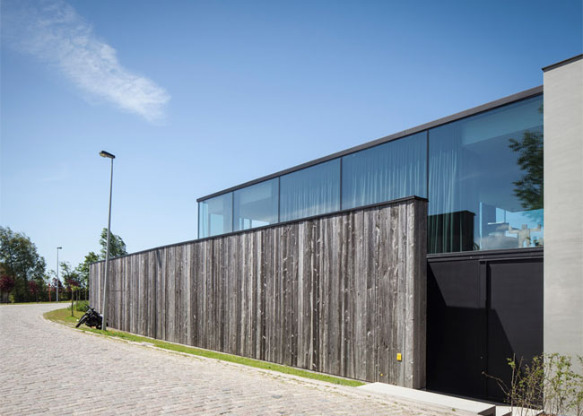House-Graafjansdijk-by-GovaertVanhoutte-architects_dezeen_784_12