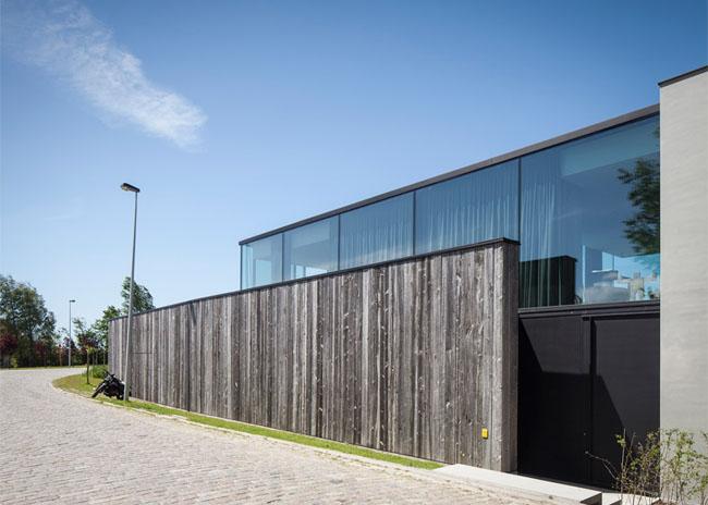 House-Graafjansdijk-by-GovaertVanhoutte-architects_dezeen_784_12