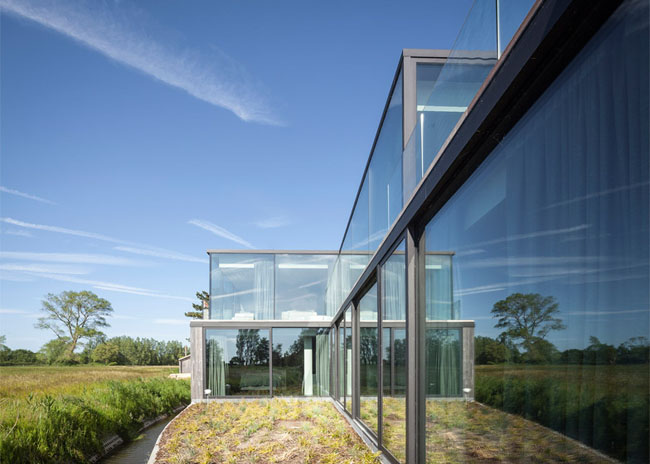 House-Graafjansdijk-by-GovaertVanhoutte-architects_dezeen_784_16