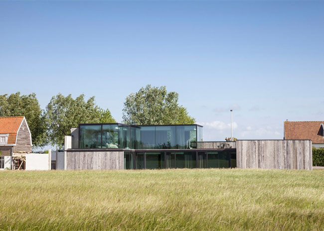 House-Graafjansdijk-by-GovaertVanhoutte-architects_dezeen_784_17