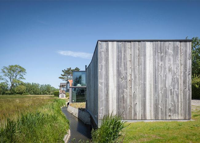 House-Graafjansdijk-by-GovaertVanhoutte-architects_dezeen_784_2