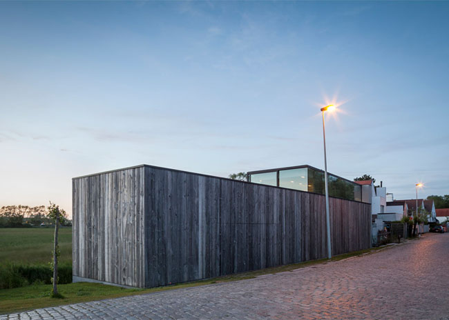 House-Graafjansdijk-by-GovaertVanhoutte-architects_dezeen_784_20