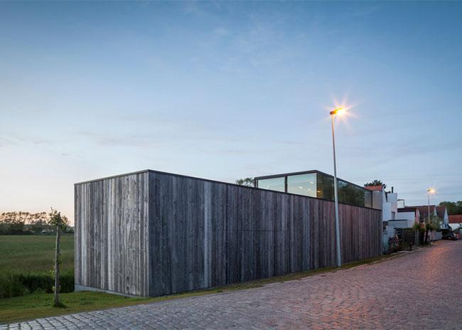 House-Graafjansdijk-by-GovaertVanhoutte-architects_dezeen_784_20