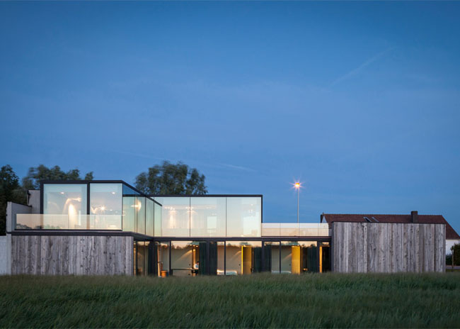 House-Graafjansdijk-by-GovaertVanhoutte-architects_dezeen_784_22