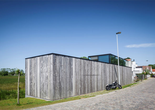 House-Graafjansdijk-by-GovaertVanhoutte-architects_dezeen_784_3