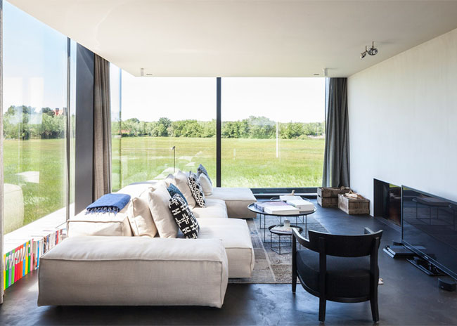 House-Graafjansdijk-by-GovaertVanhoutte-architects_dezeen_784_4