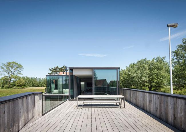House-Graafjansdijk-by-GovaertVanhoutte-architects_dezeen_784_7