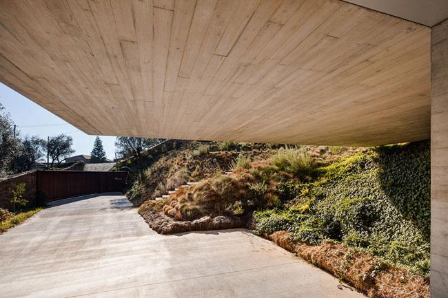 Refugio-na-Montaria_Carvalho-Araujo_house_Viana-do-Castelo-Portugal_dezeen_936_0