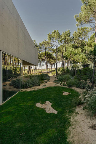 guedes-cruz-arquitectos-wall-house-12