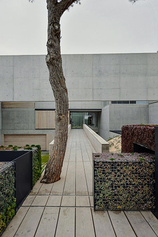 guedes-cruz-arquitectos-wall-house-16