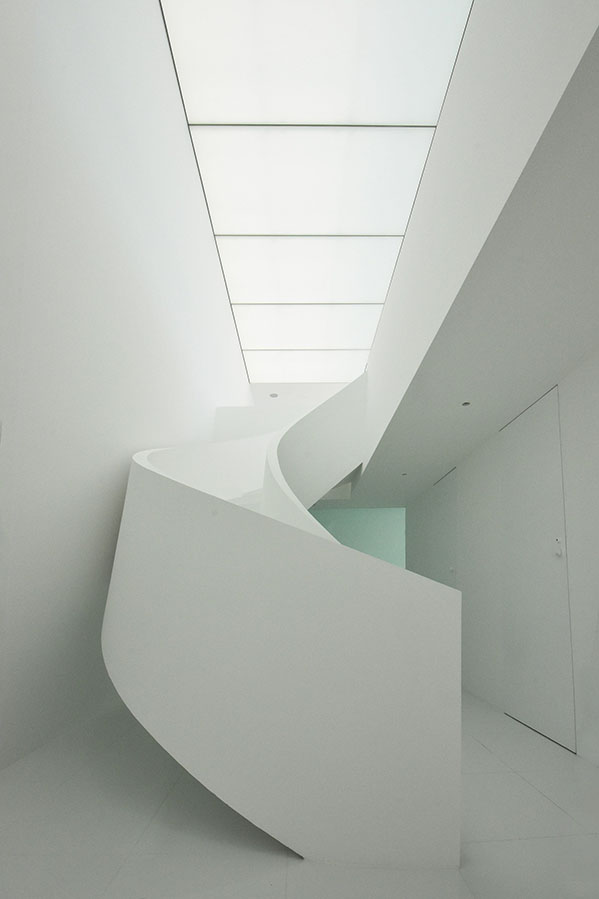 seaside-house-kanagawa-shinichi-ogawa-architecture-residential_dezeen_2364_col_19 (1)